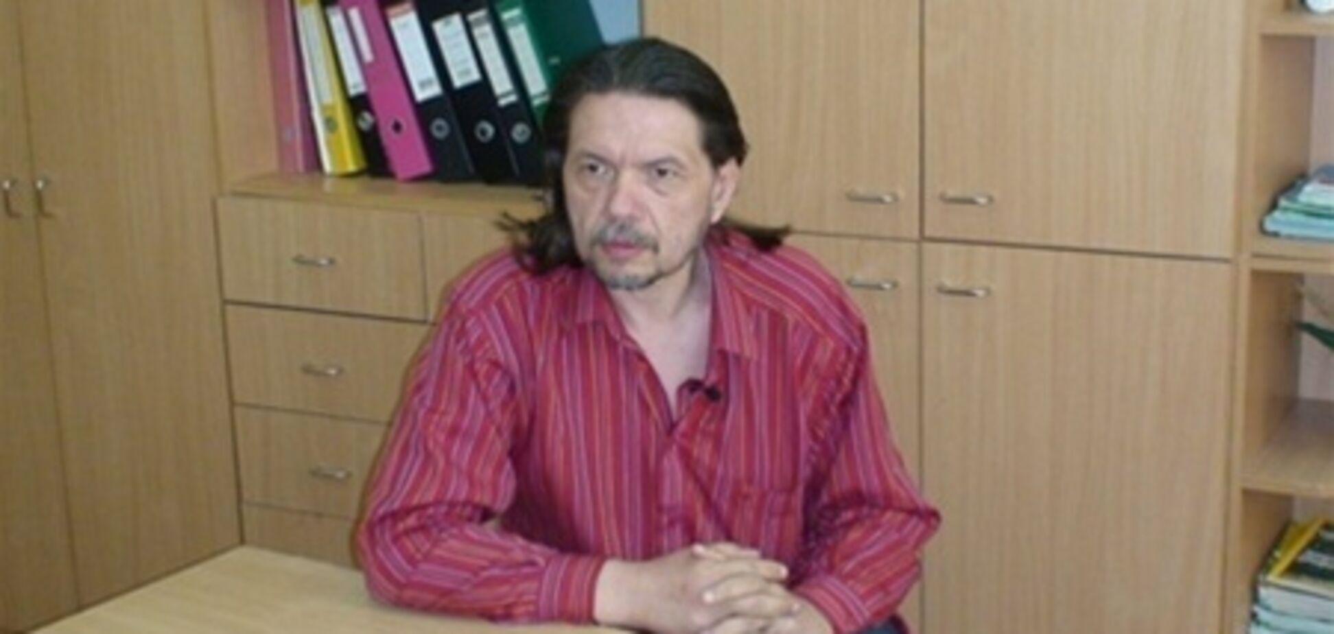 Донец читает молитвы, а Бригинец - украинских писателей. Видео