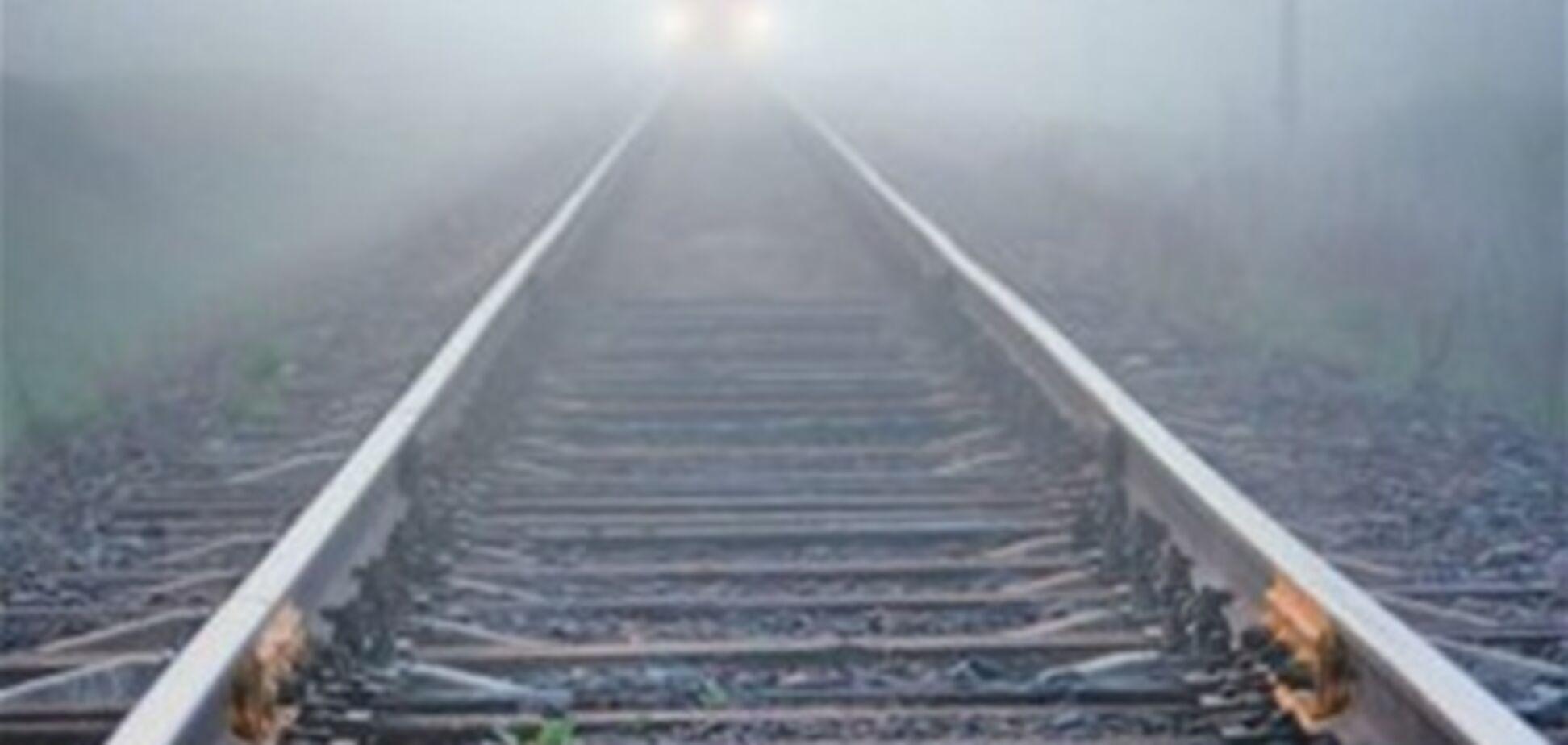 В Мариуполе поезд сбил пожилого мужчину, одетого в женское платье