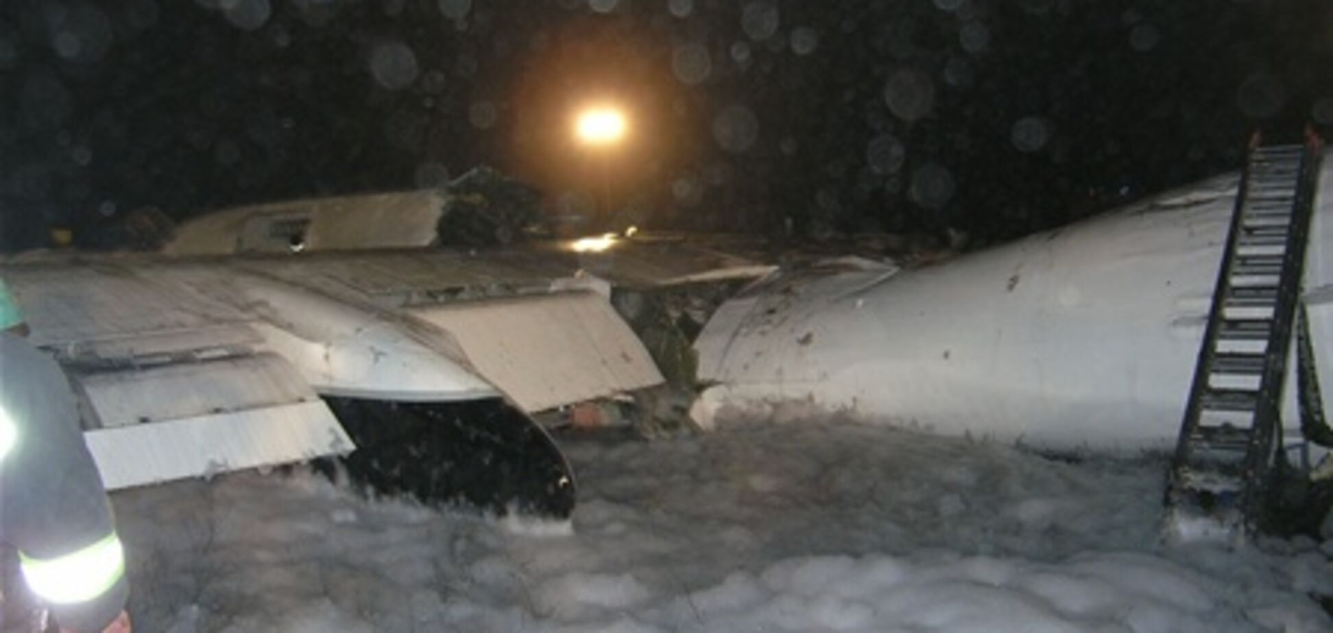 Співробітники 'Борисполя' співчувають рідним жертв катастрофи Ан-24