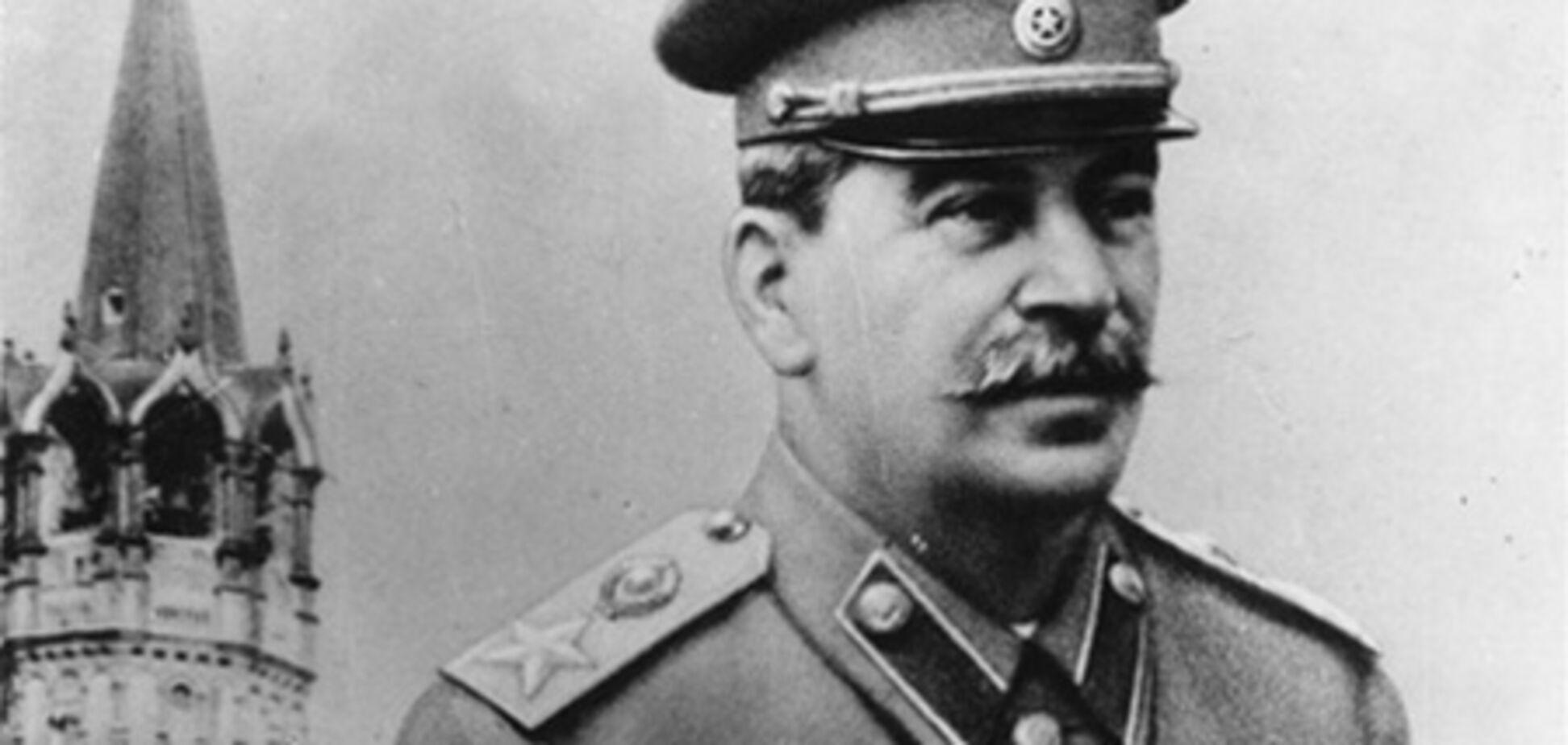 Внук Сталина пытается быть похожим на деда. Фото