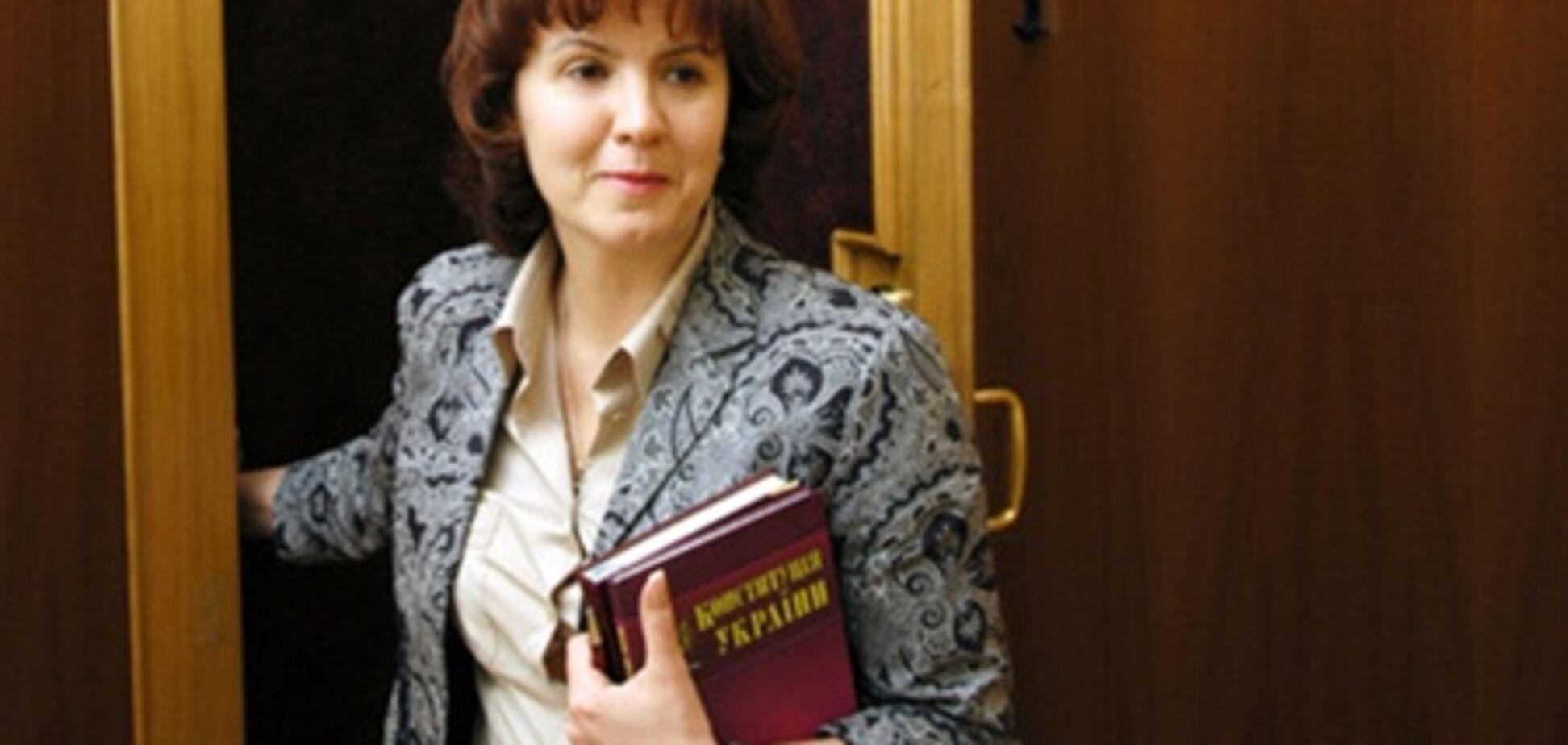 Янукович звільнив Ставнійчук з Венеціанської комісії