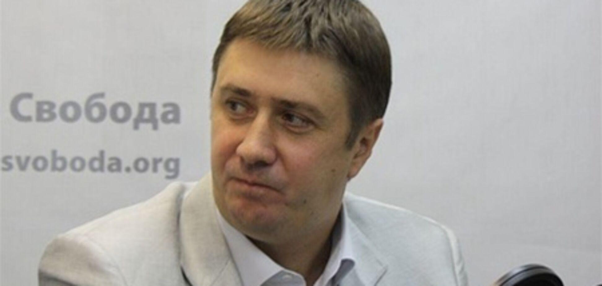 Кириленко носит часы за 3500 грн и костюм от Воронина. Фото