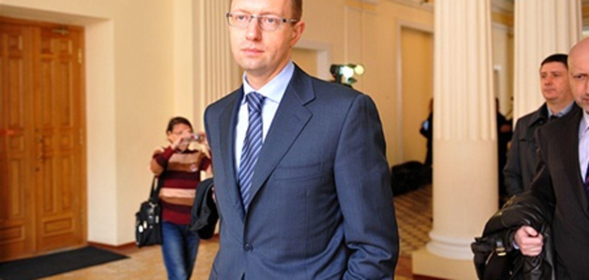 Яценюк: опозиція зібрала 165 підписів за відставку Рибака