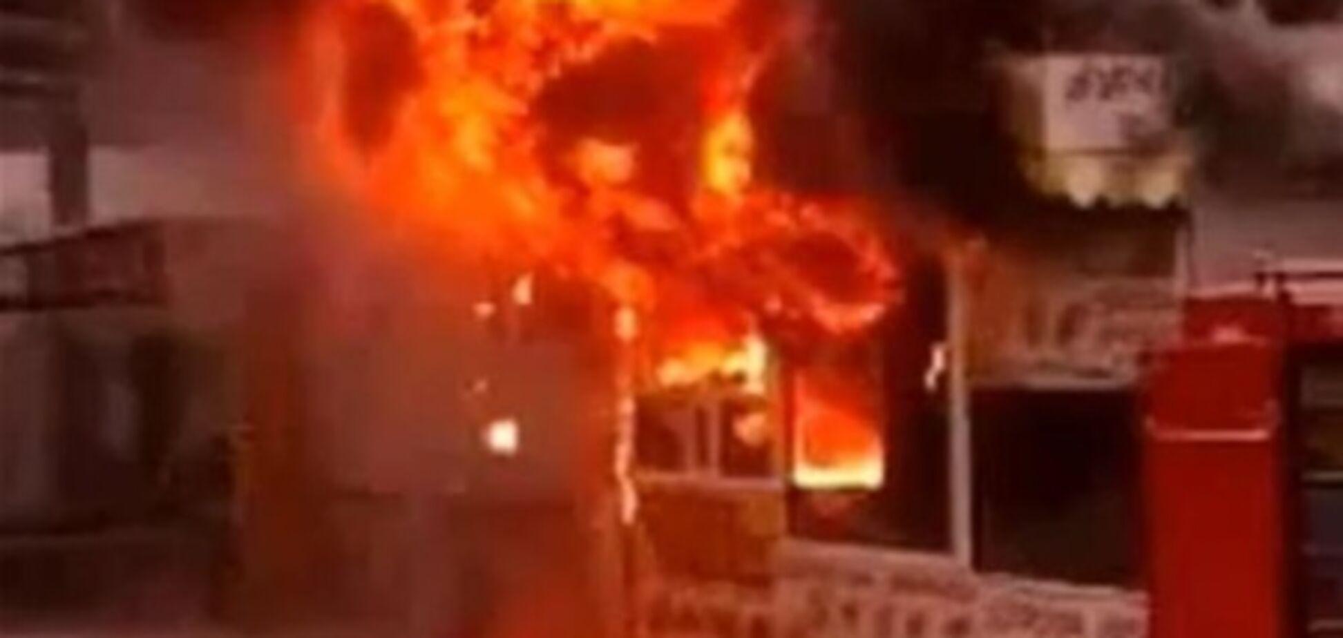 На проспекте Победы сгорел киоск с лавашом. Видео