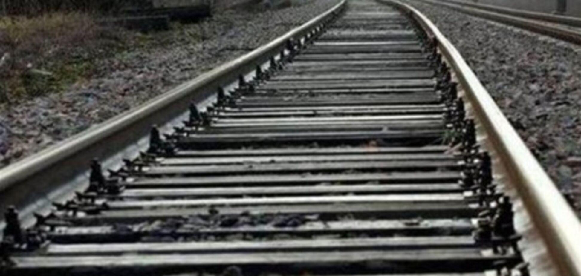 Водитель, сбив пять человек, бросился под поезд