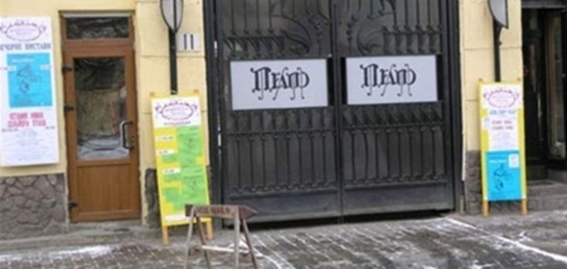 Пострадавшие от обрушения потолка в ТЮЗе Львова находятся в тяжелом состоянии