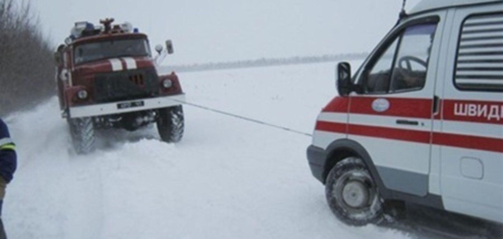 На Волыни в снегах застряли 22 скорые