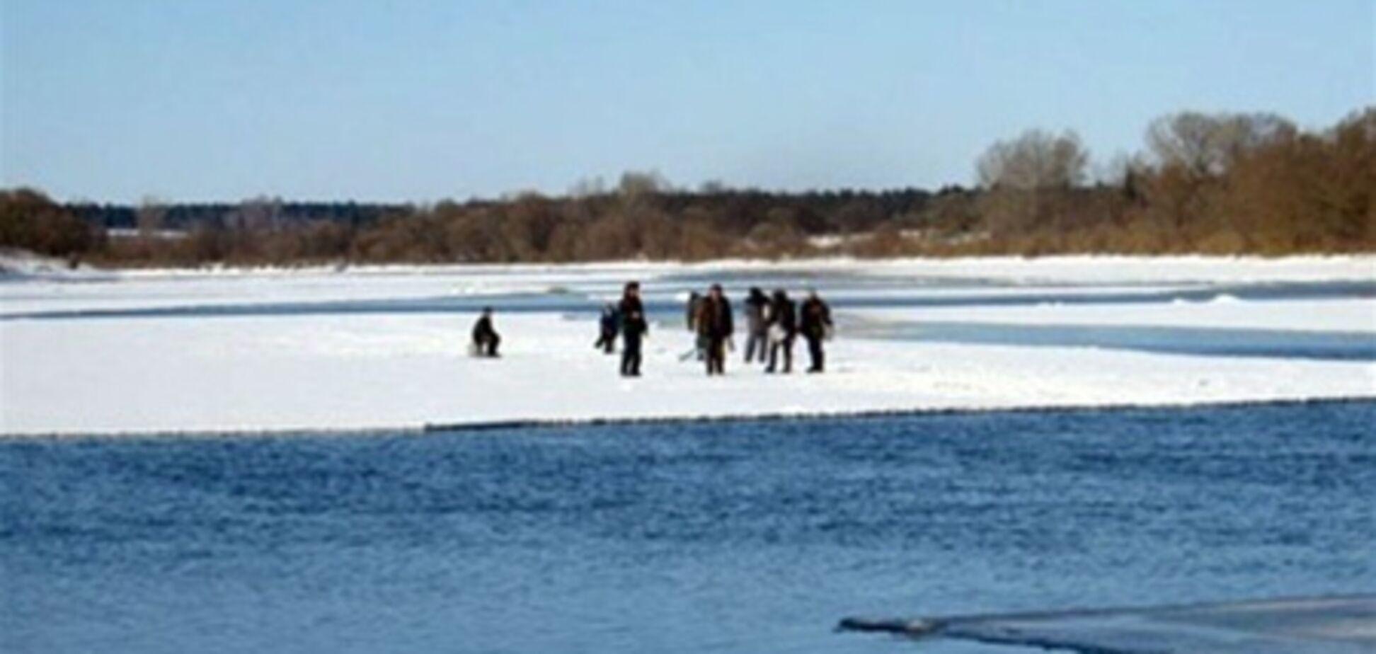 Рыбаков в Кременчугском водохранилище сняли со льдины