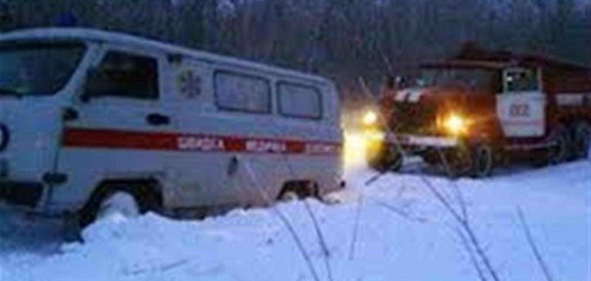 На Львовщине из снежных заносов освободили 9 карет скорой