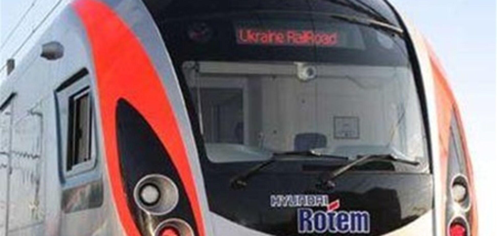 Поезд 'Львов-Киев' из-за проблем с электричеством стал в поле