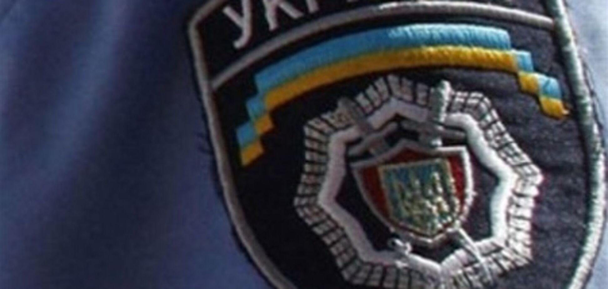 На Закарпатье хулиган ударил в пах одного милиционера, а второго укусил