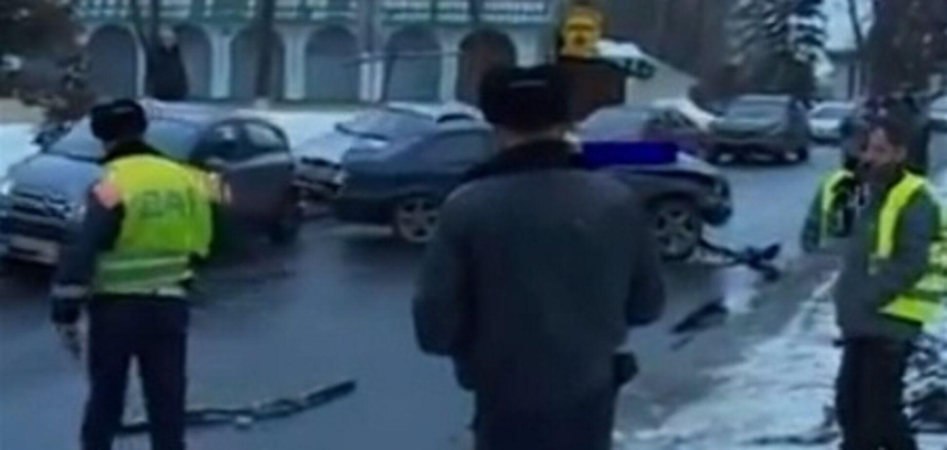 В Киеве водитель 'БМВ' врезался в столб