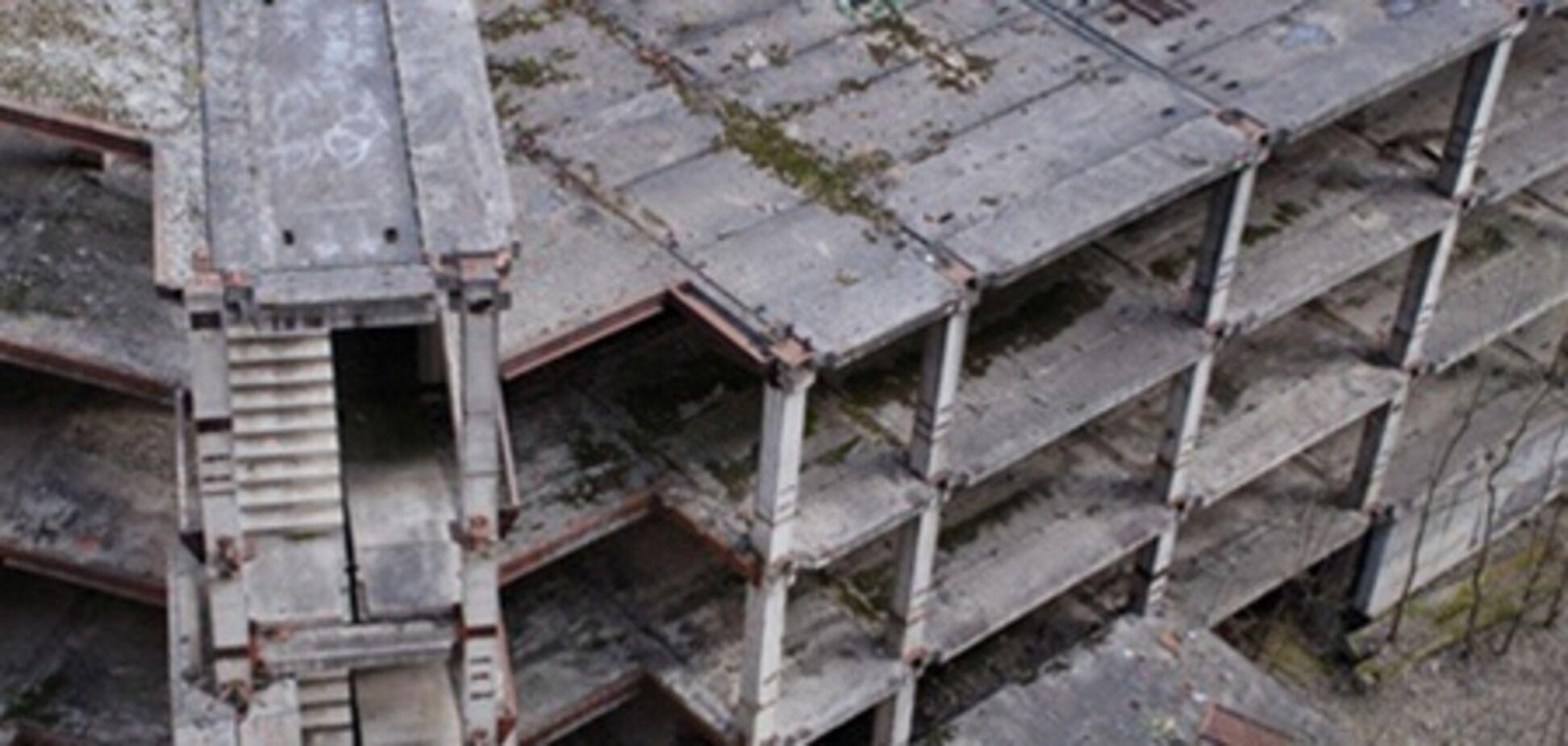 В Крыму строительная плита упала на детей