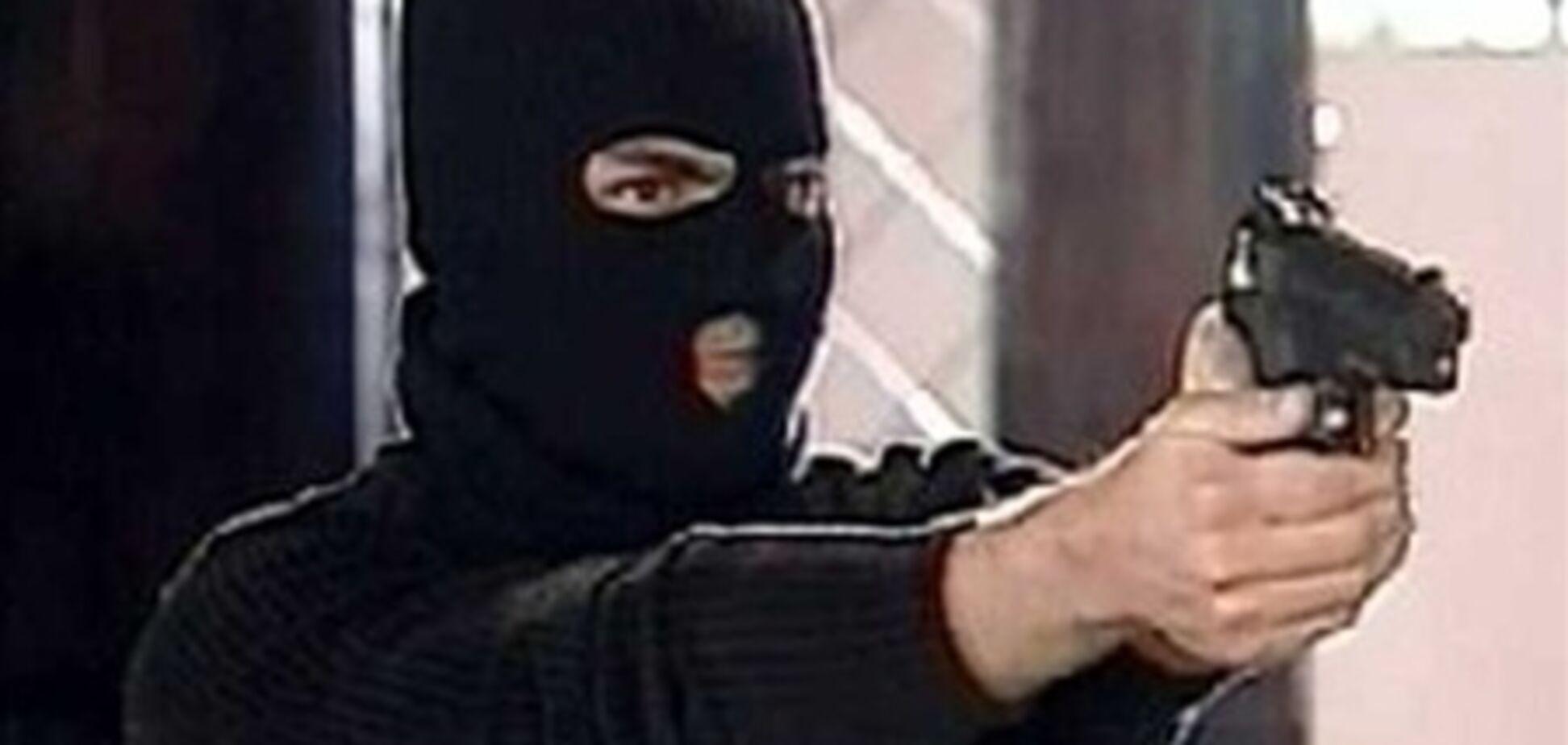 Охранник банка в Херсоне обезвредил вооруженного грабителя
