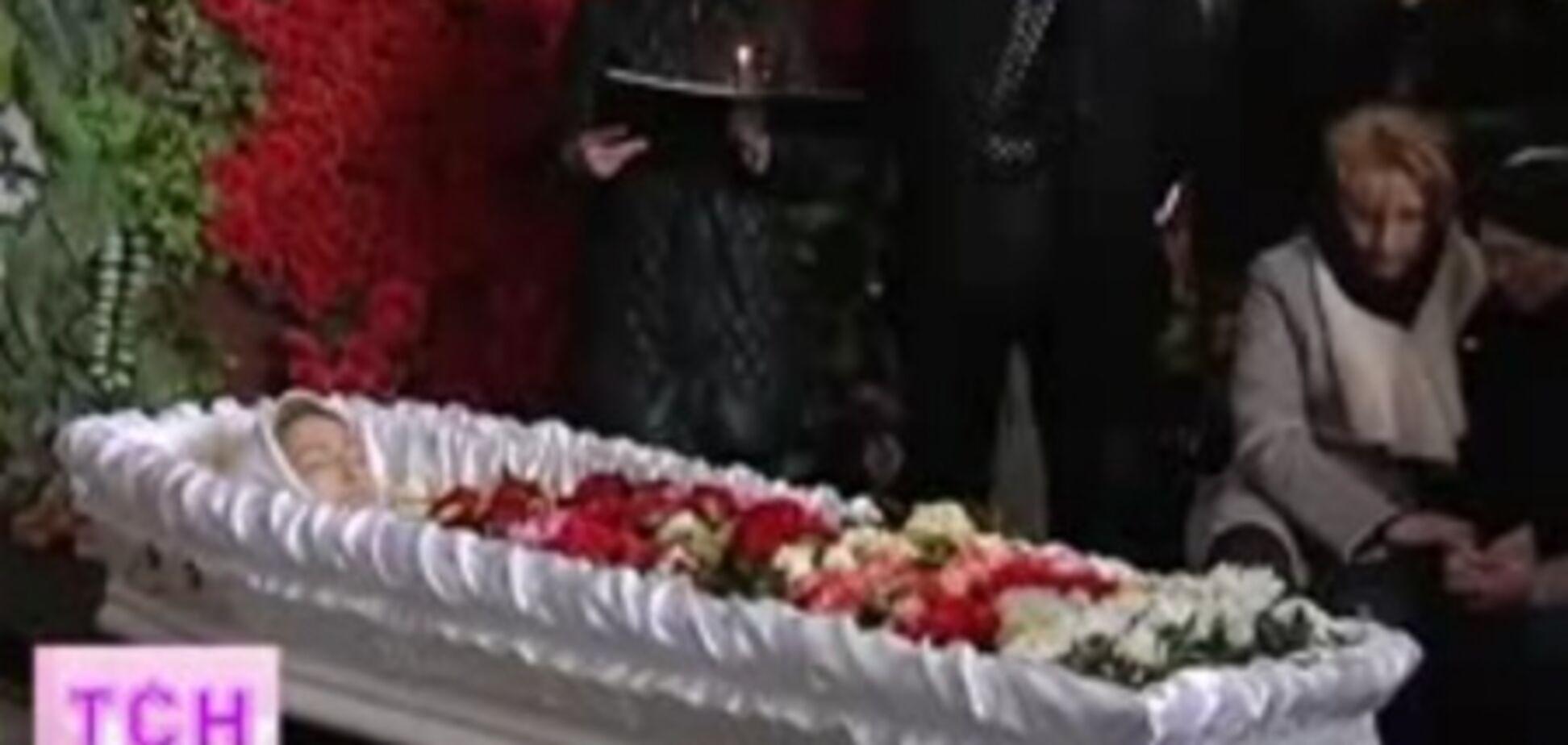 В Киеве на Байковом кладбище простились с Оксаной Хожай