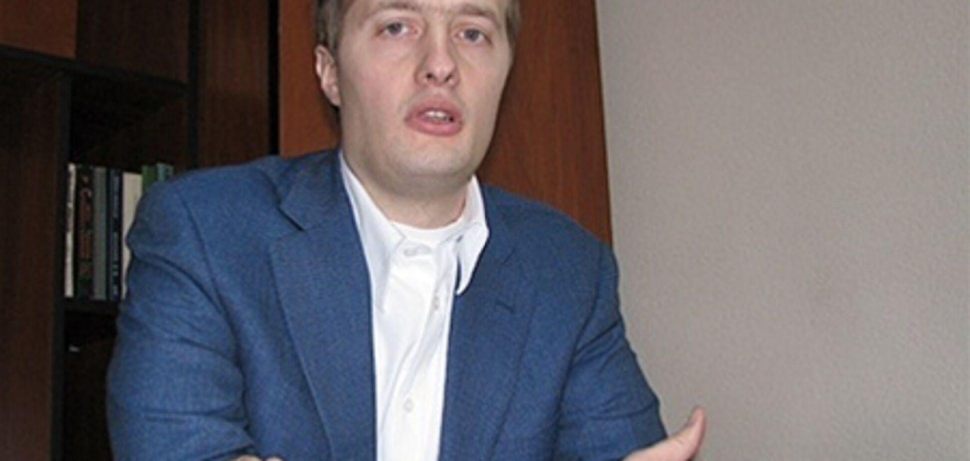Сын Порошенко решил жениться на блондинке. Фото