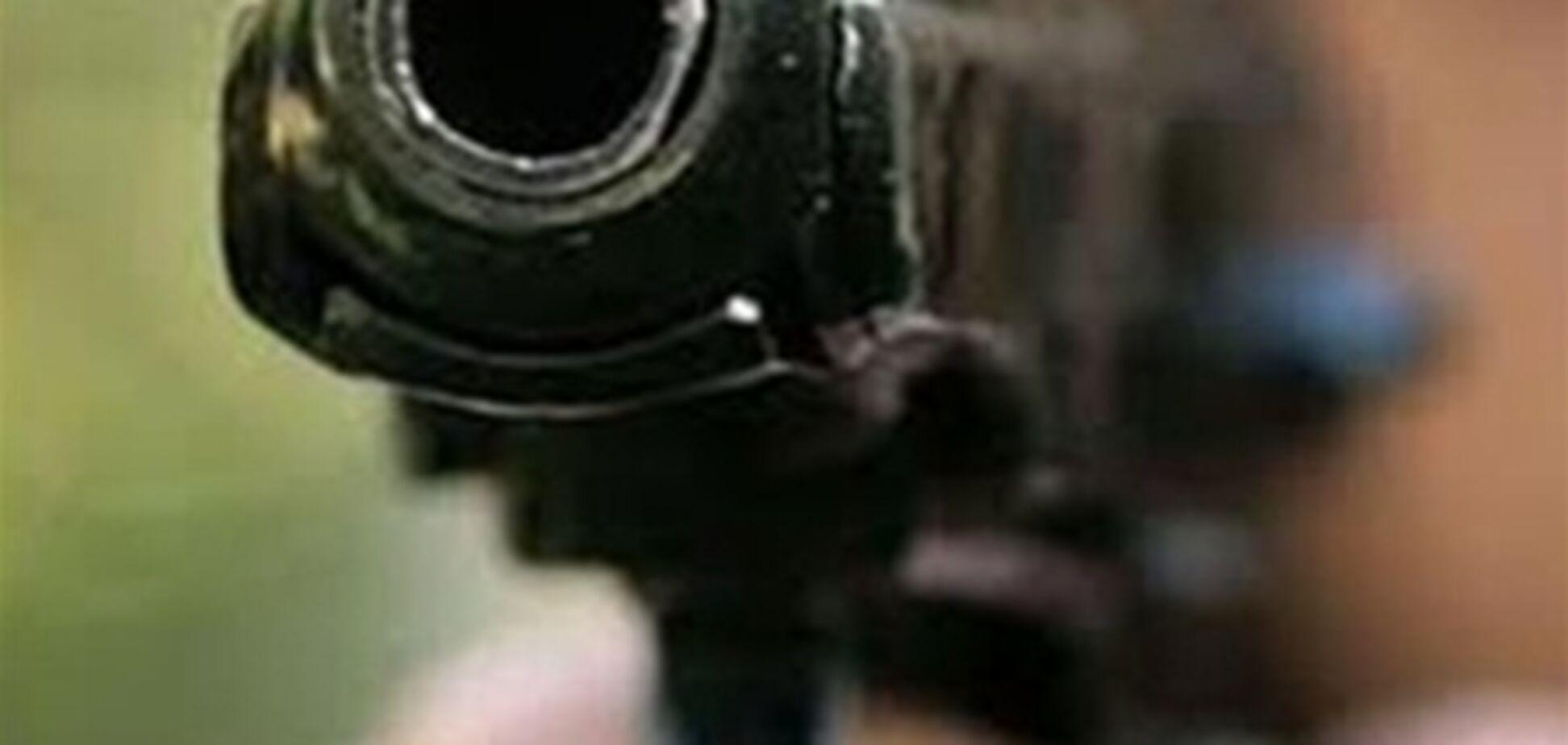 В Киеве водитель выбирался из затора, угрожая пистолетом