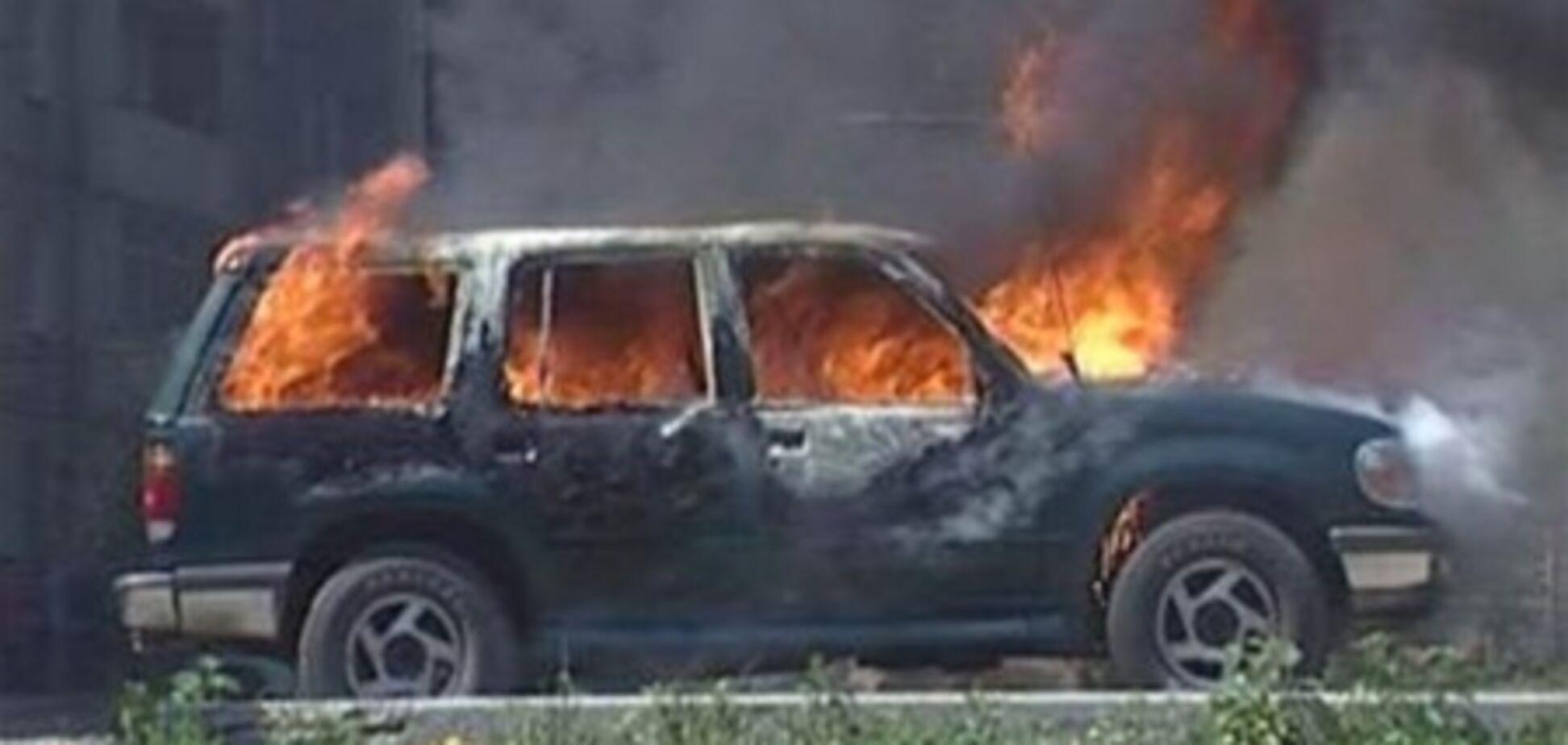 На Троещине сгорела иномарка, водителя госпитализировали