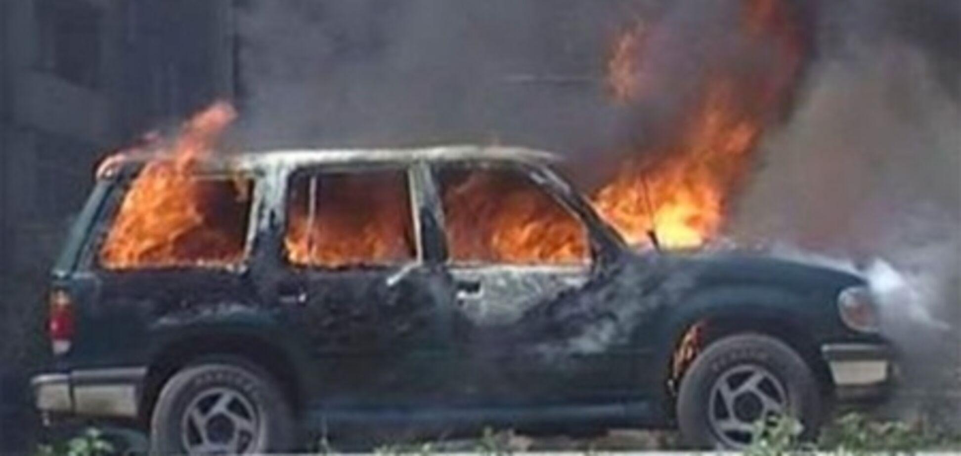 В центре Киева иномарка врезалась в другую и загорелась