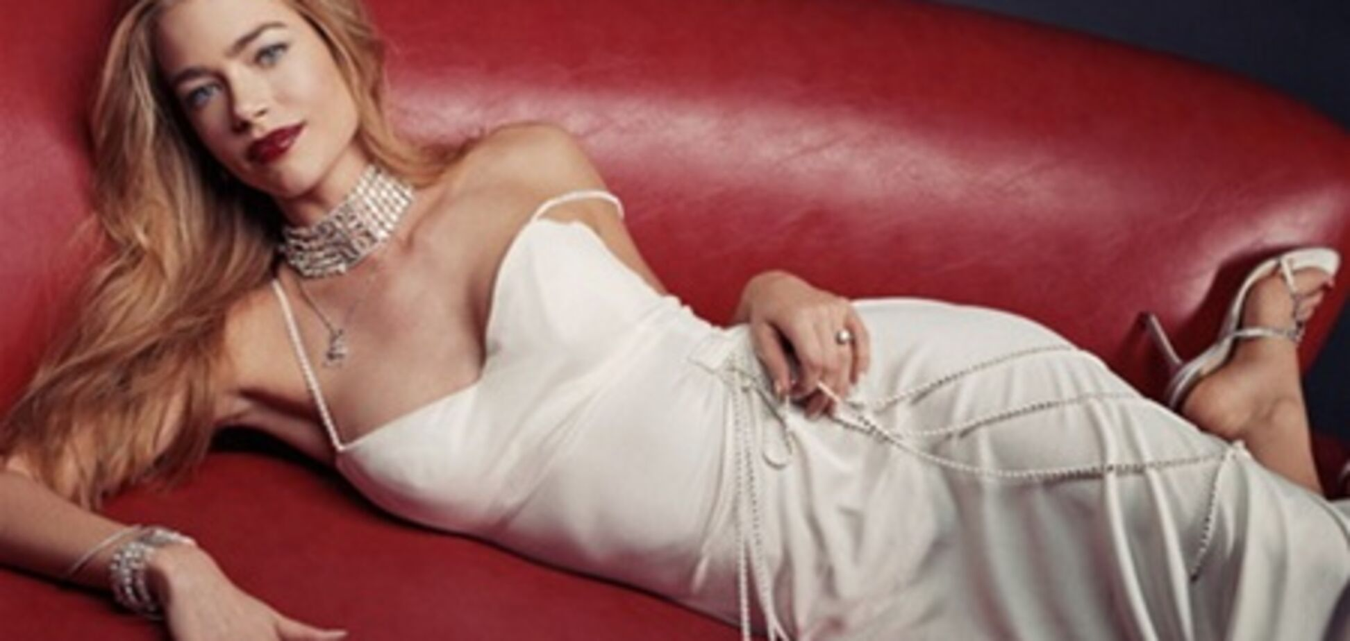 Экс-жена Чарли Шина в вечерних платьях и бриллиантах