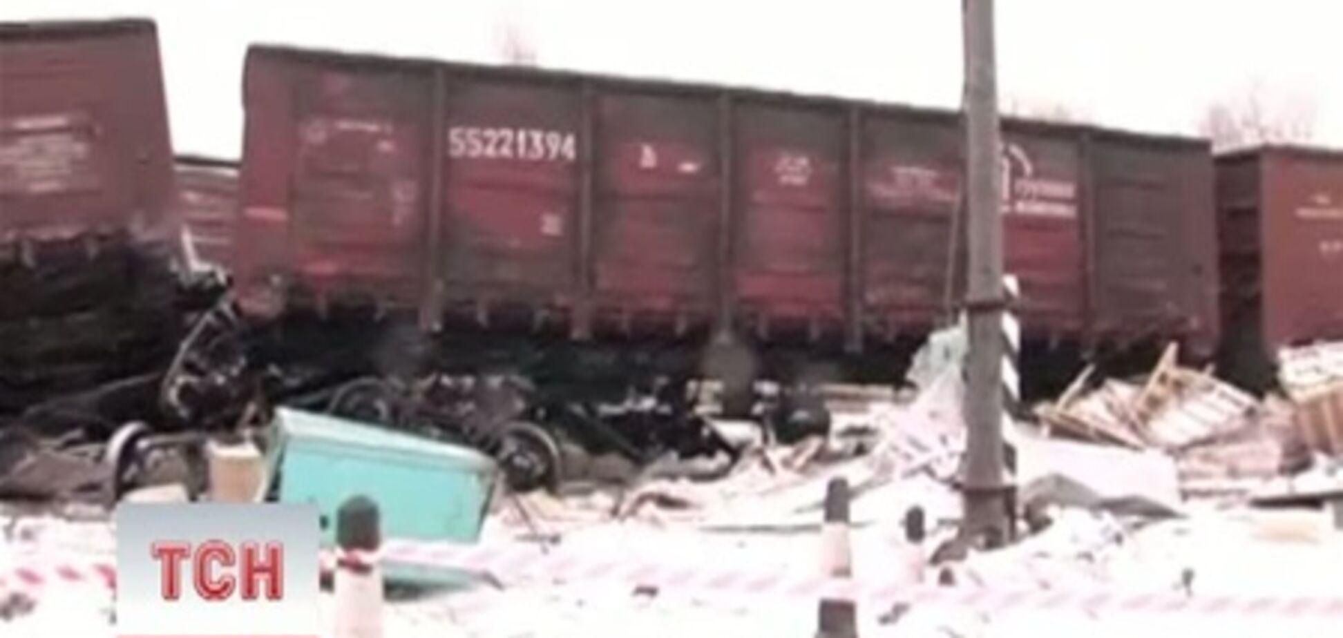 На Житомирщине товарняк протаранил грузовик на переезде