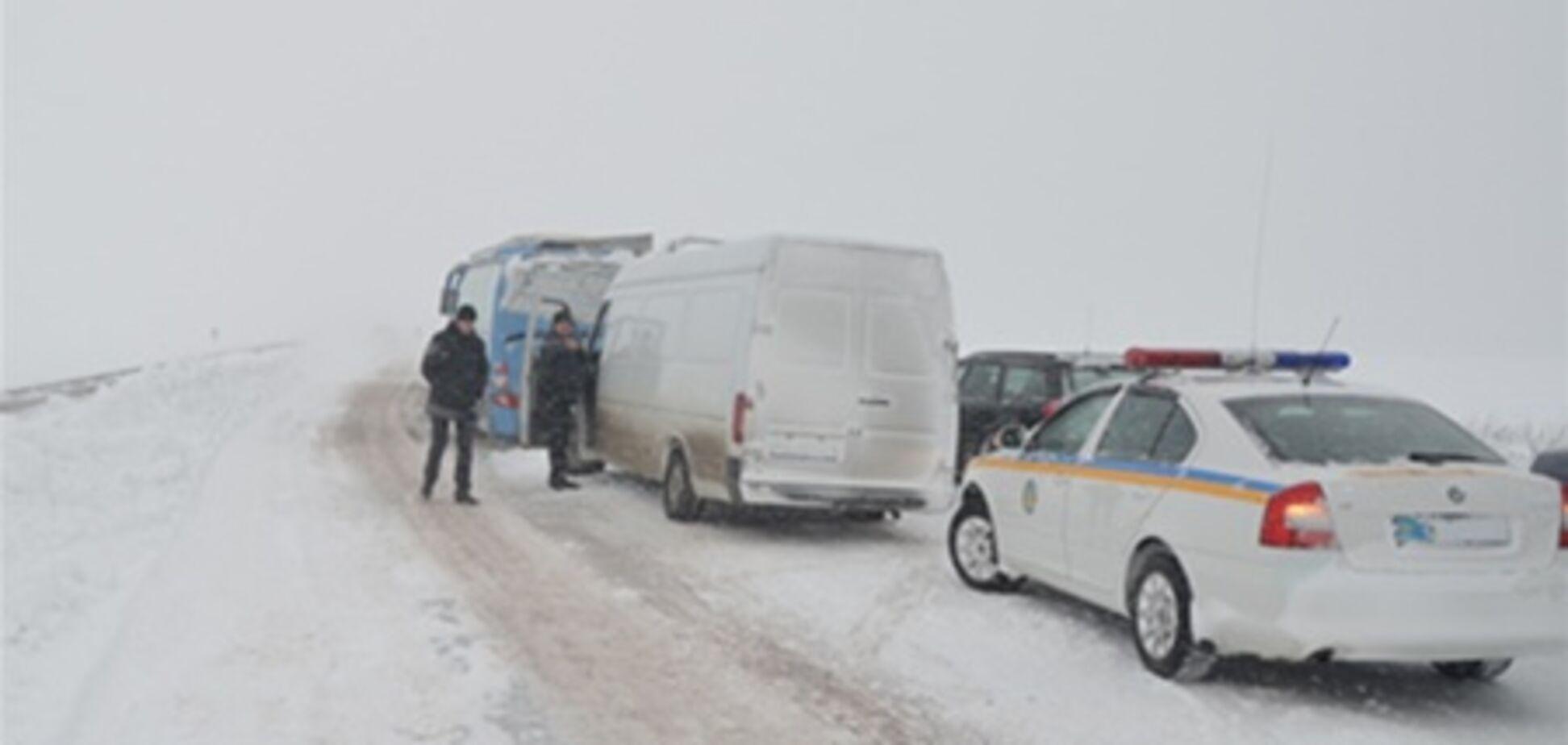 На Житомирщине из снежной ловушки освободили полсотни детей