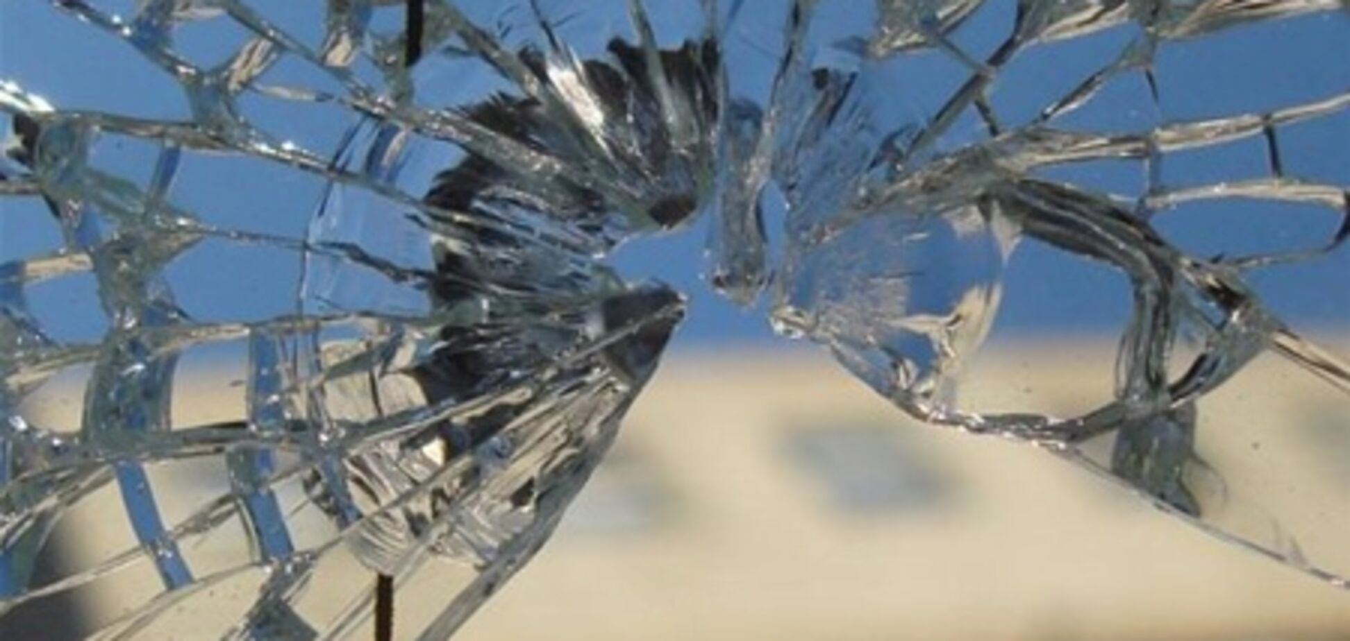 В Крыму обстреляли пассажирский автобус