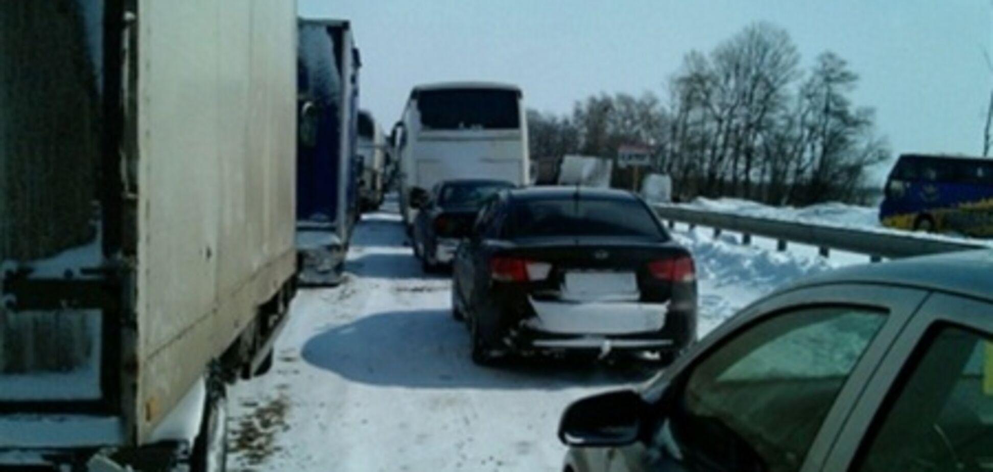 Работники ГосЧС избили волонтеров, освобождающих авто от снега