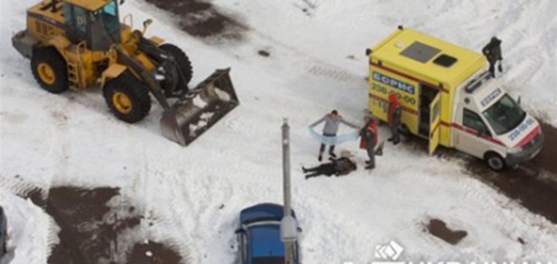 Милиция расследует гибель женщины под трактором в Киеве