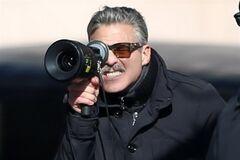 Джордж Клуни вывел на площадку 'Людей-памятников'