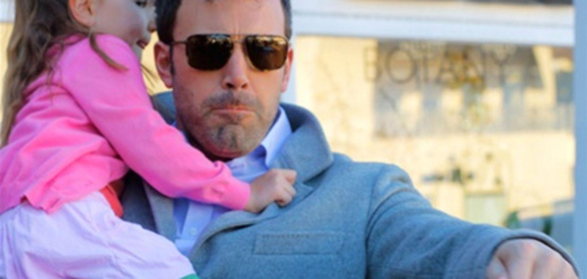 Аффлек ногами відбивався від папараці, налякані його дочка. Фото