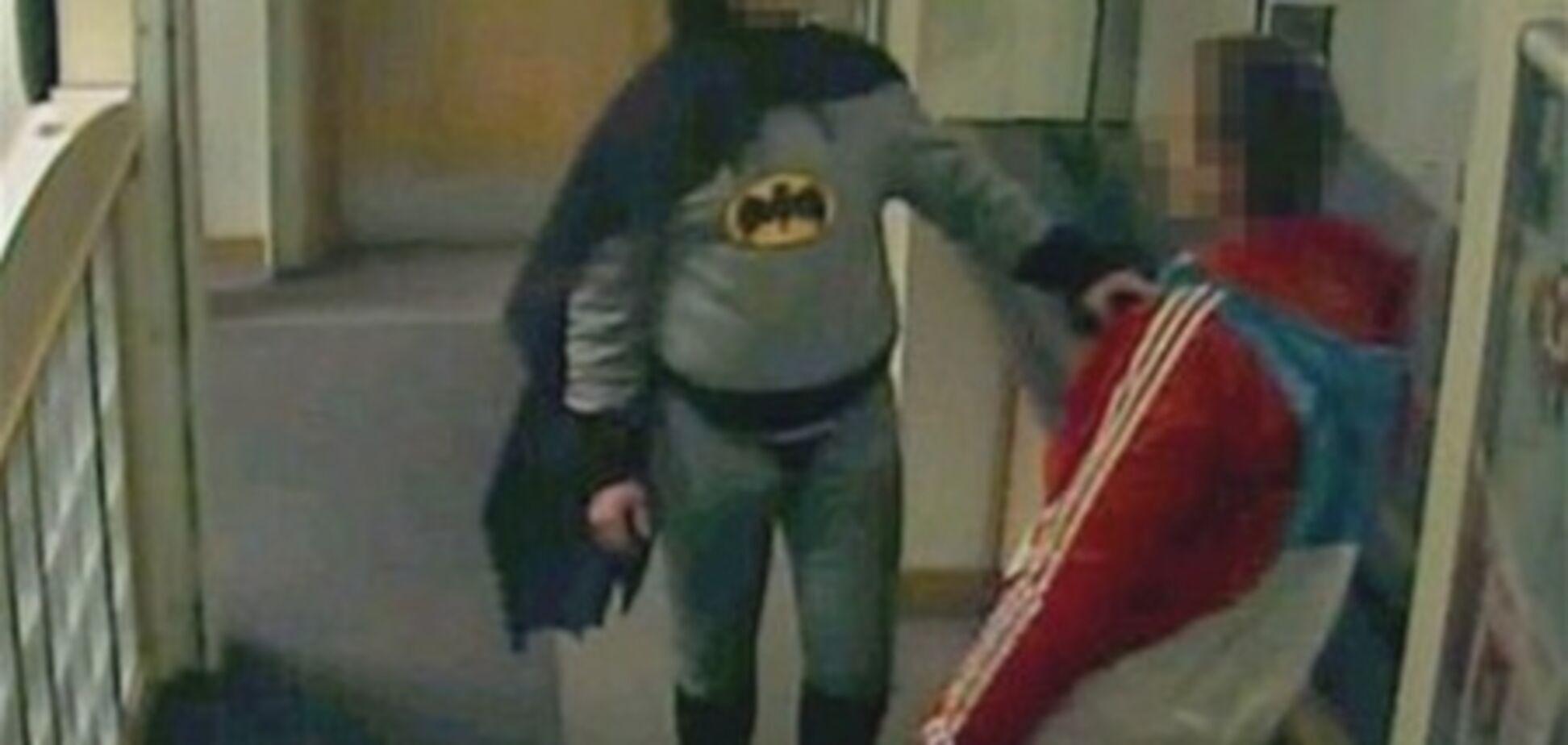 У Британії 'Бетмен' доставив злочинця в поліцію. Фото. Відео