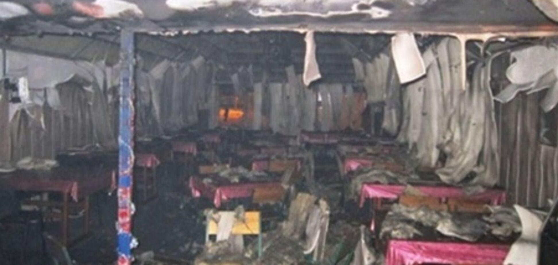 Возле столичной девятиэтажки сгорел торговый павильон