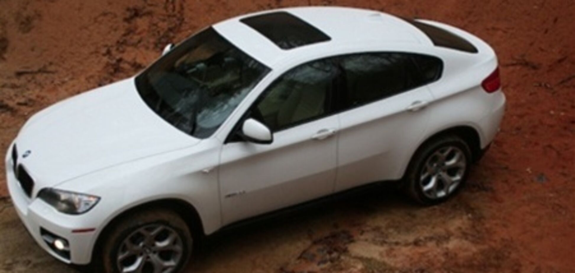 На Печерске угнали элитный BMW Х6