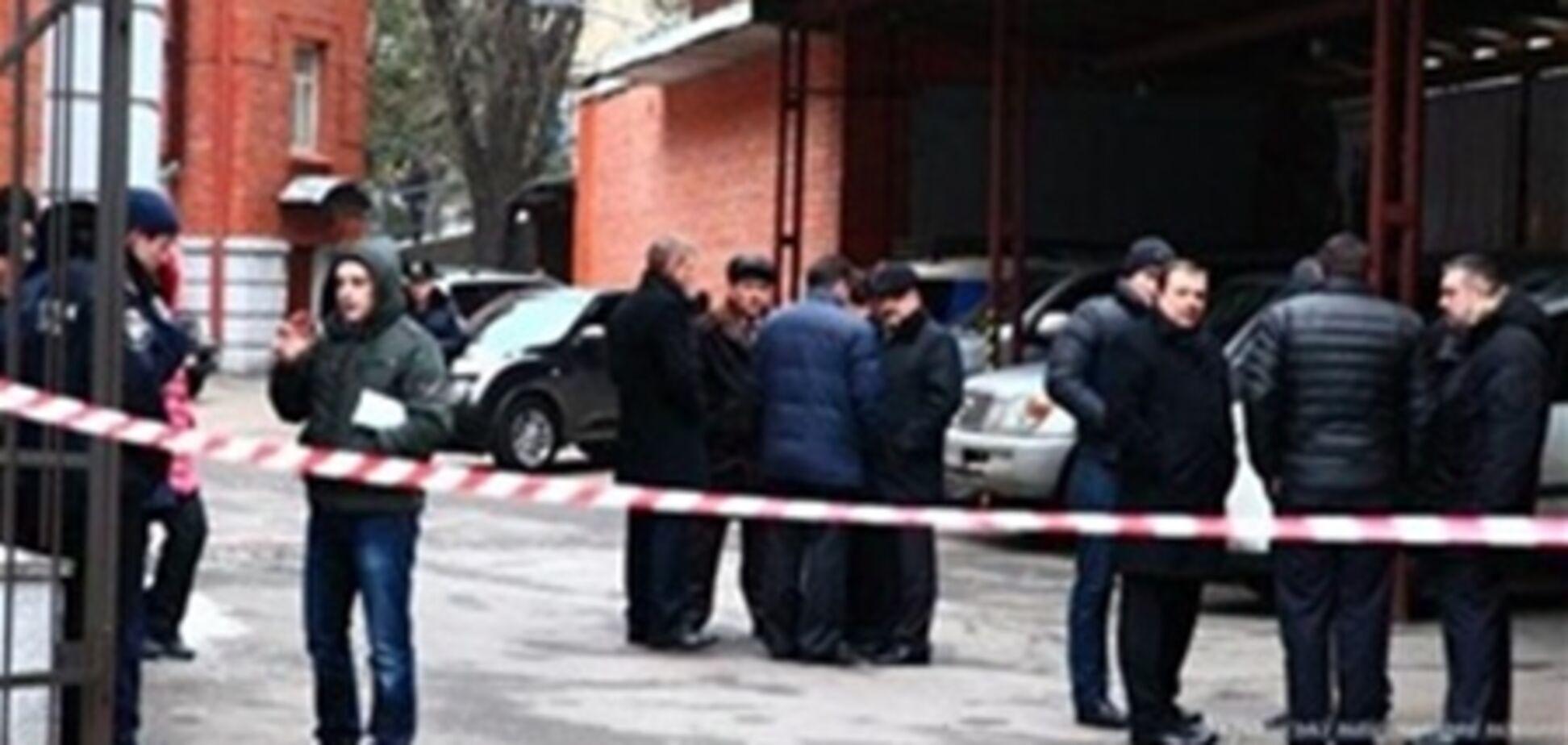 Источник: в автомобиль Рабиновича закинули шумовую гранату