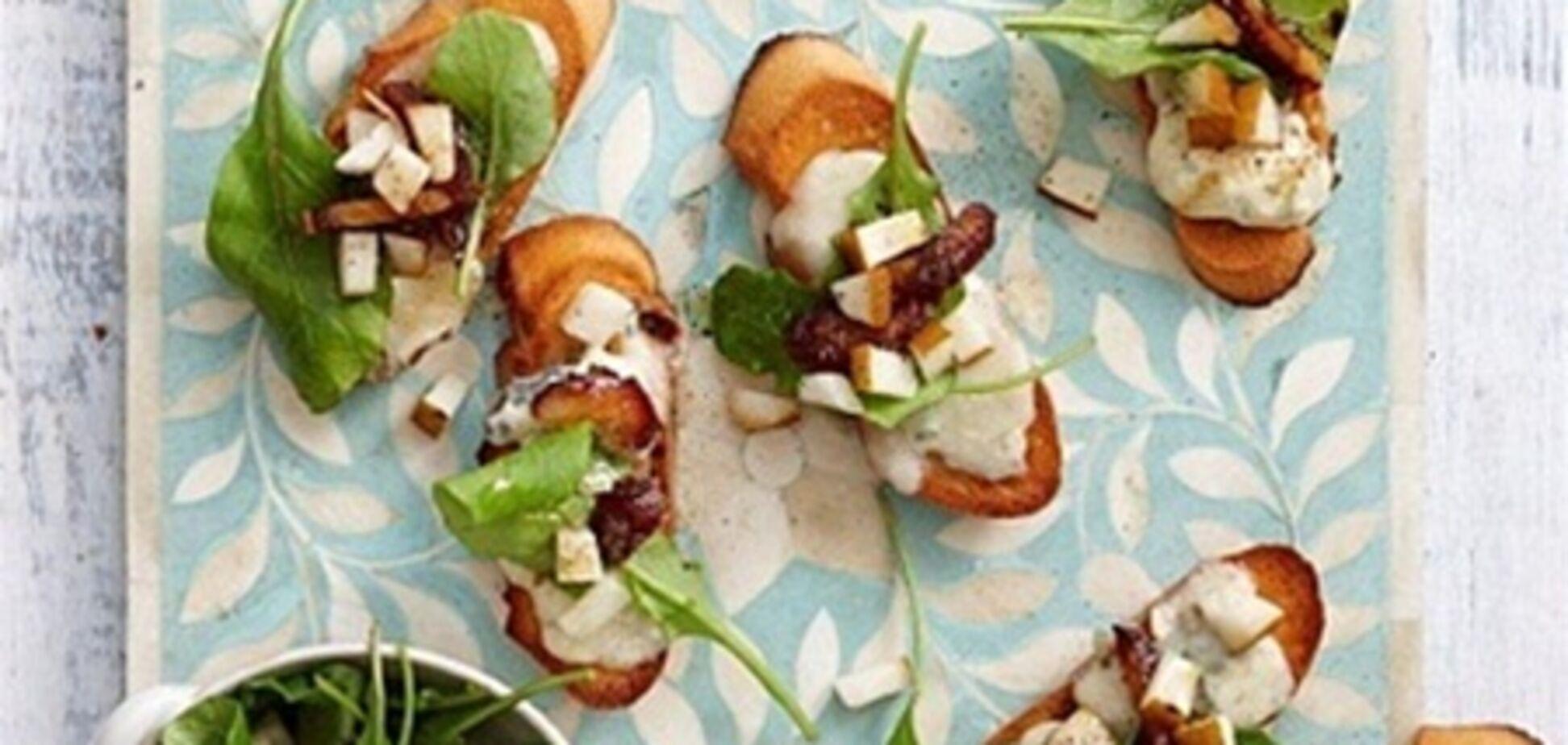Брускетты с сыром и грушей