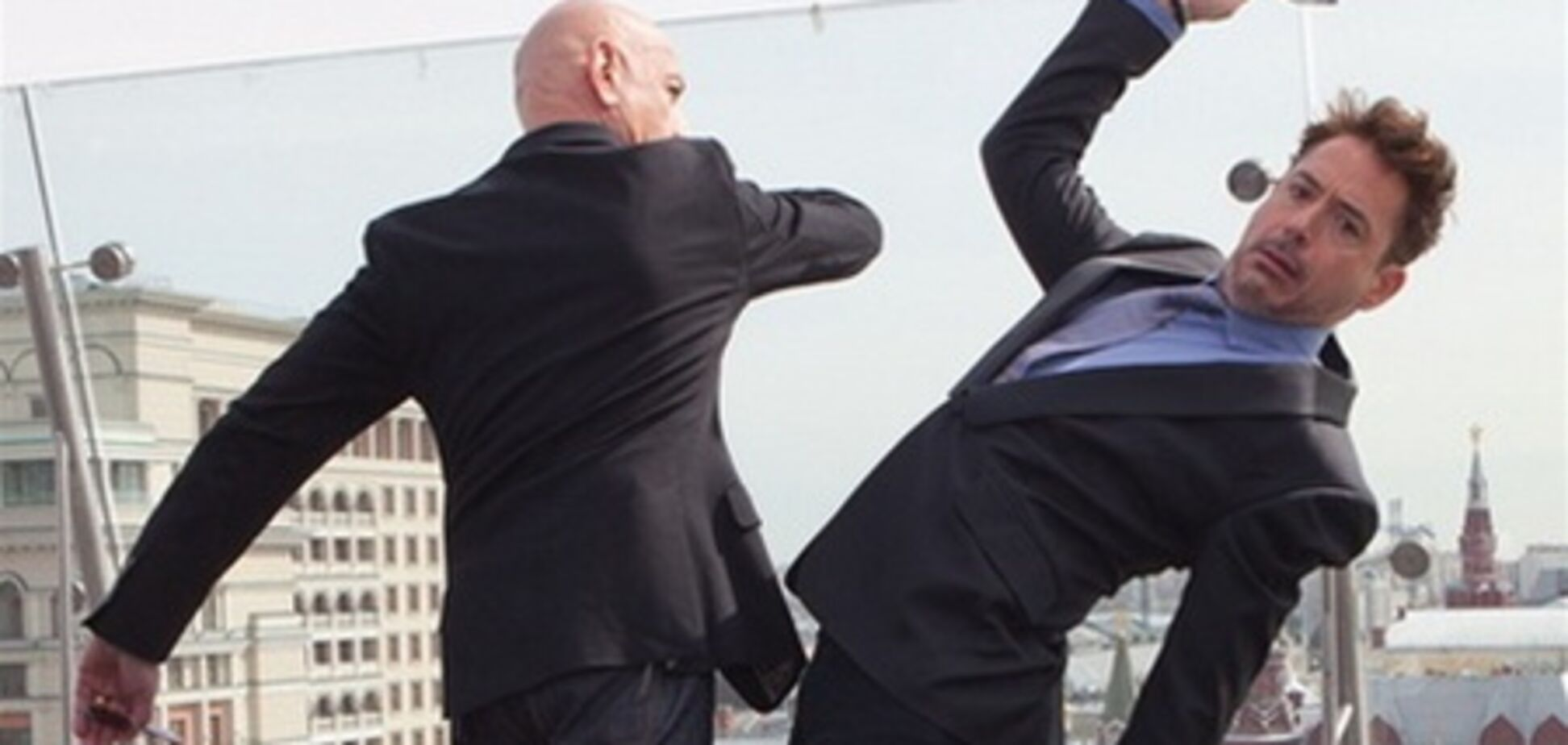 Дауни мл. и Бен Кингсли: драка на крыше