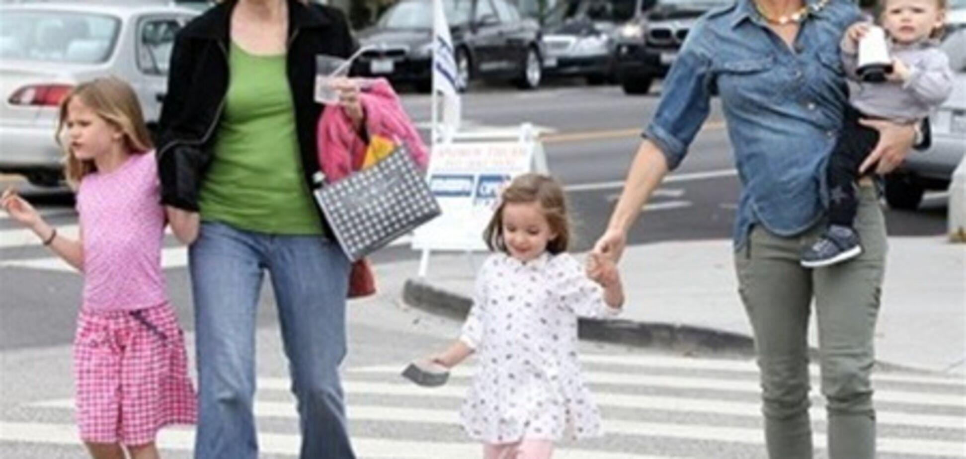 Дженнифер Гарнер отправилась на шоппинг с детьми