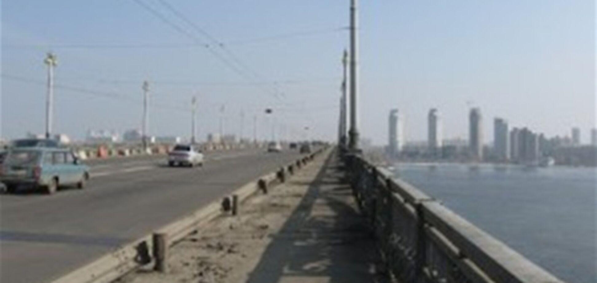 На мосту Патона ограничивают движение