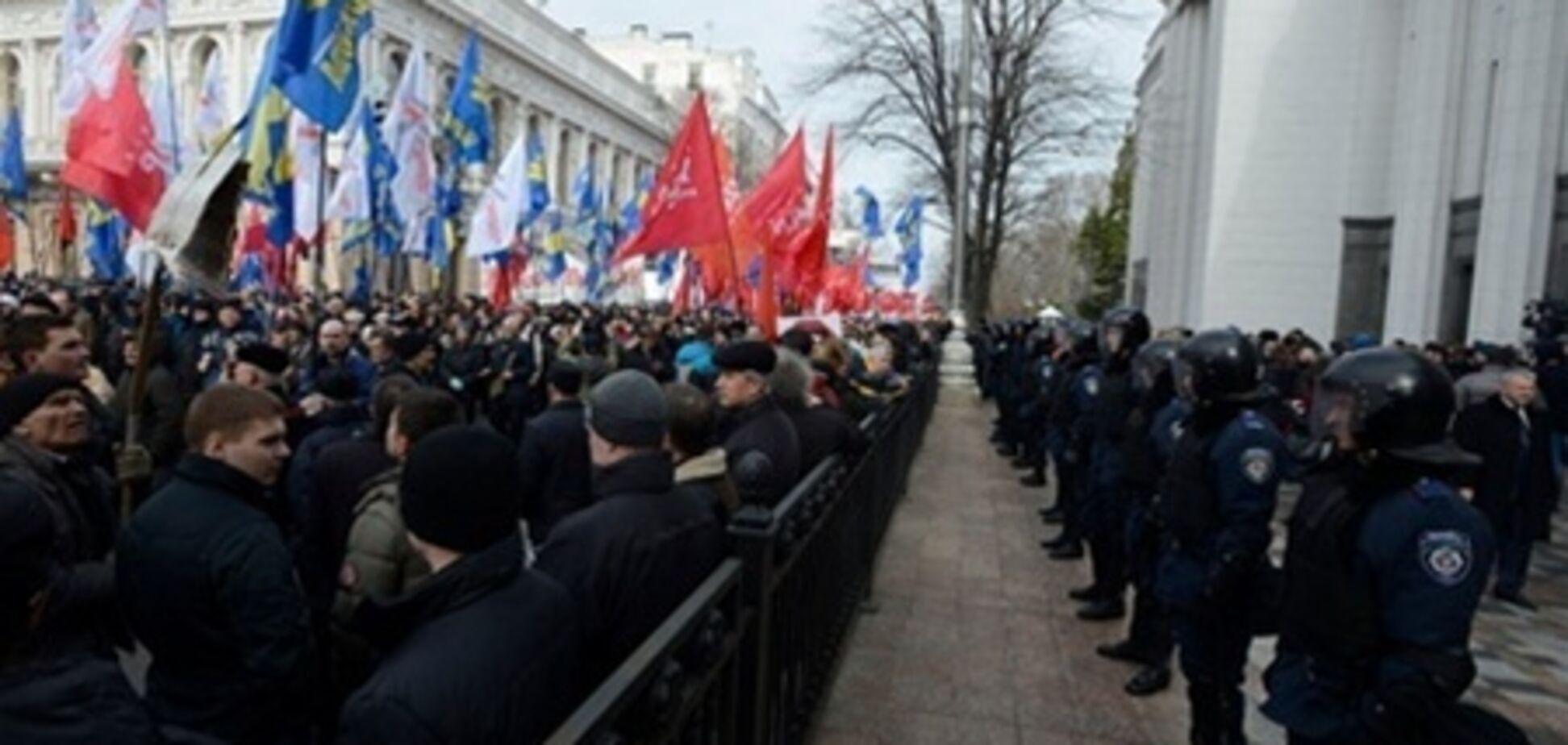 В регионала Лукьянова запустили банкой из-под пива