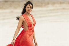 Мишель Родригес: крепкий орешек в шифоновом платье