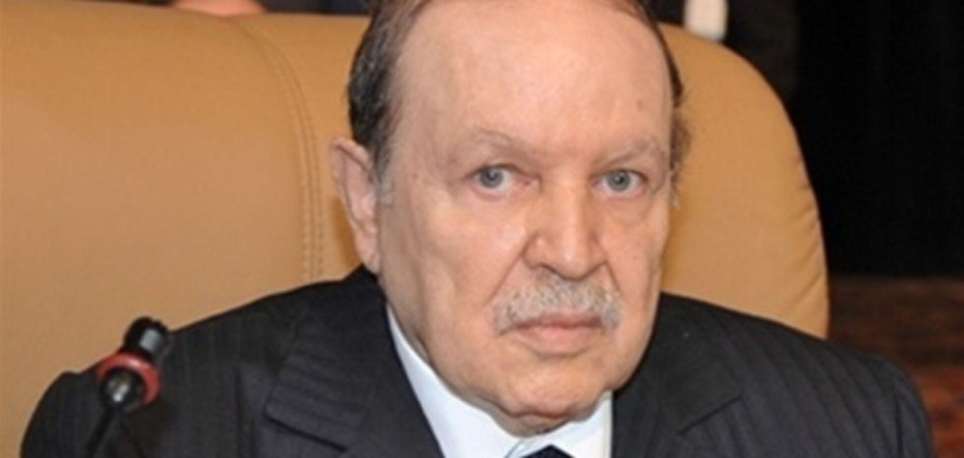 Президент Алжиру госпіталізований з мікроінсультом