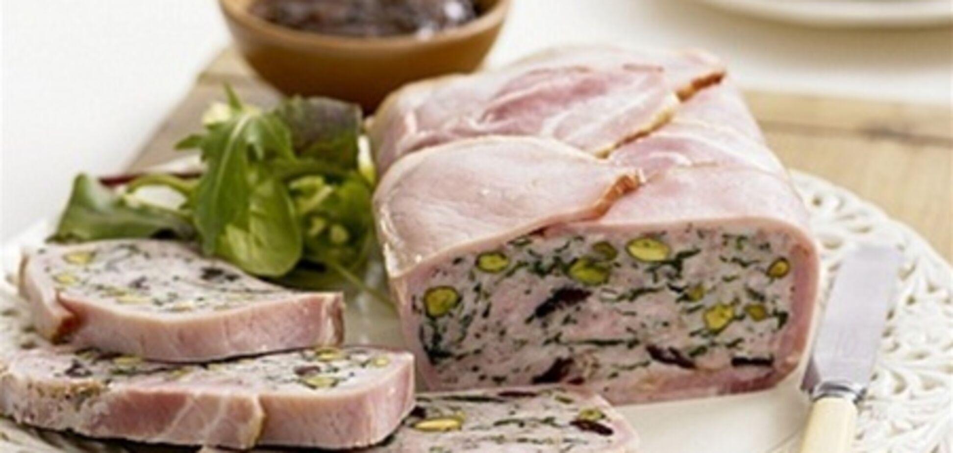 Террин из свинины с фисташками