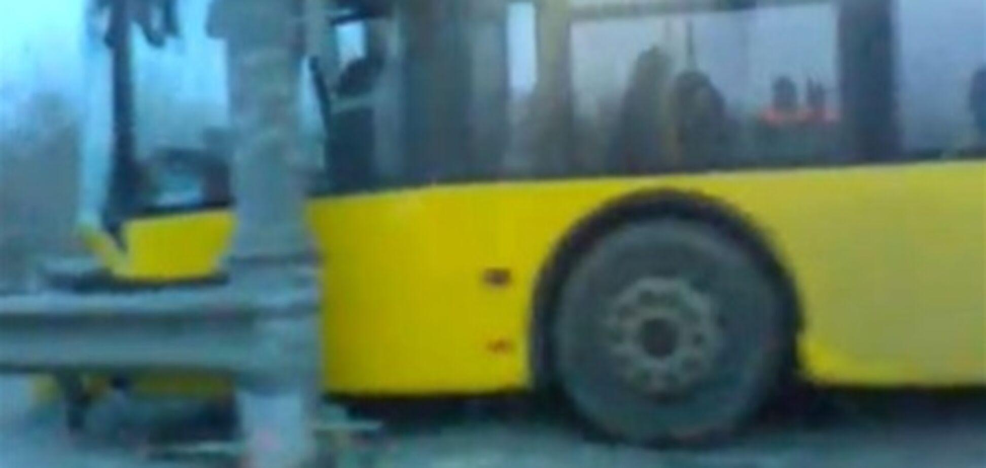 ДТП на Московском мосту: на автобус вылетел автомобиль