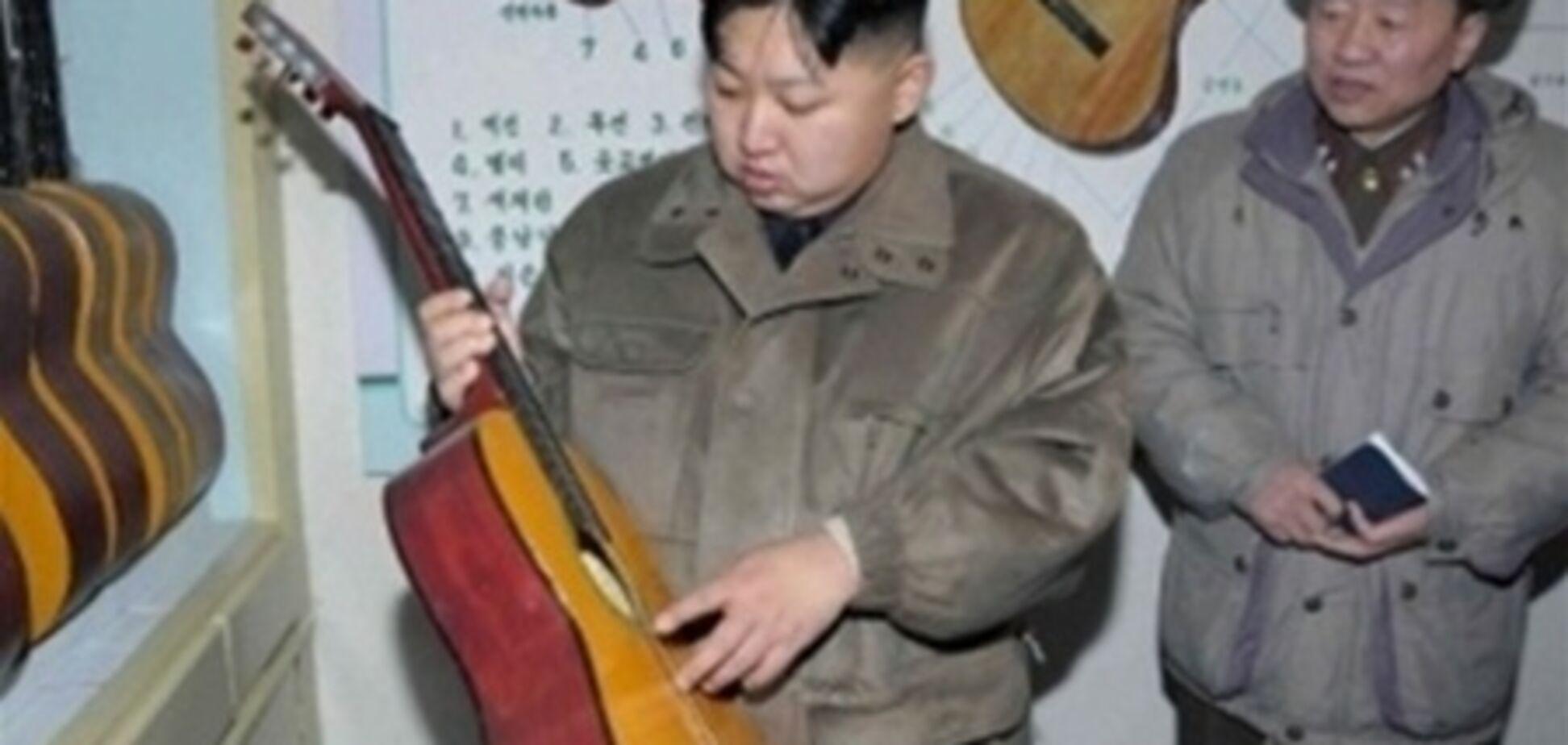 Луганський пенсіонер присвятив пісню Кім Чен Ину