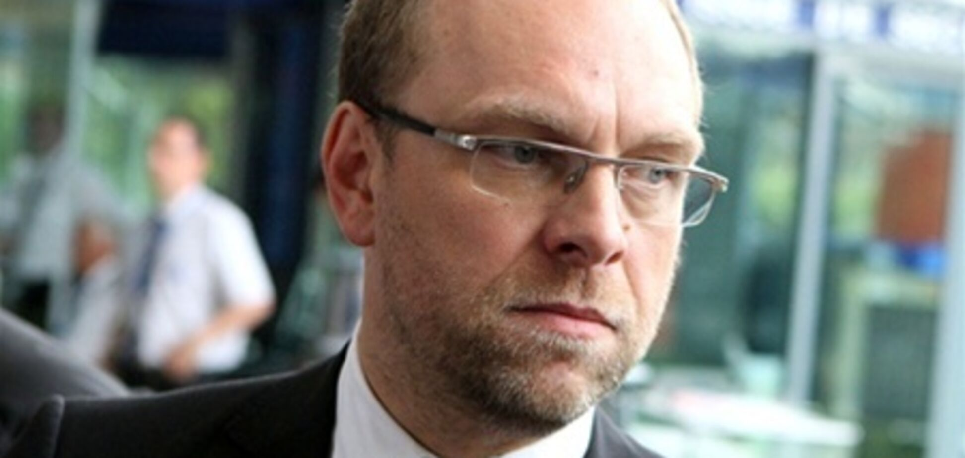 Власенко заявляет, что Тимошенко рвется на допрос Кириченко