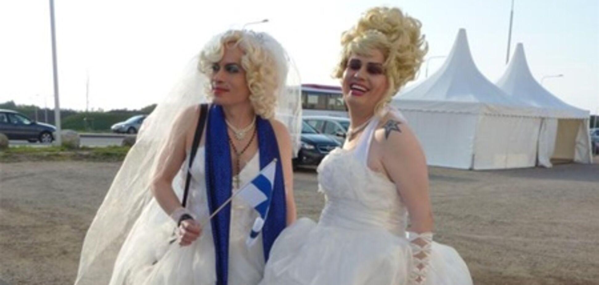 На второе шоу 'Евровидения' приехали трансвеститы и маленькие 'Лорин'