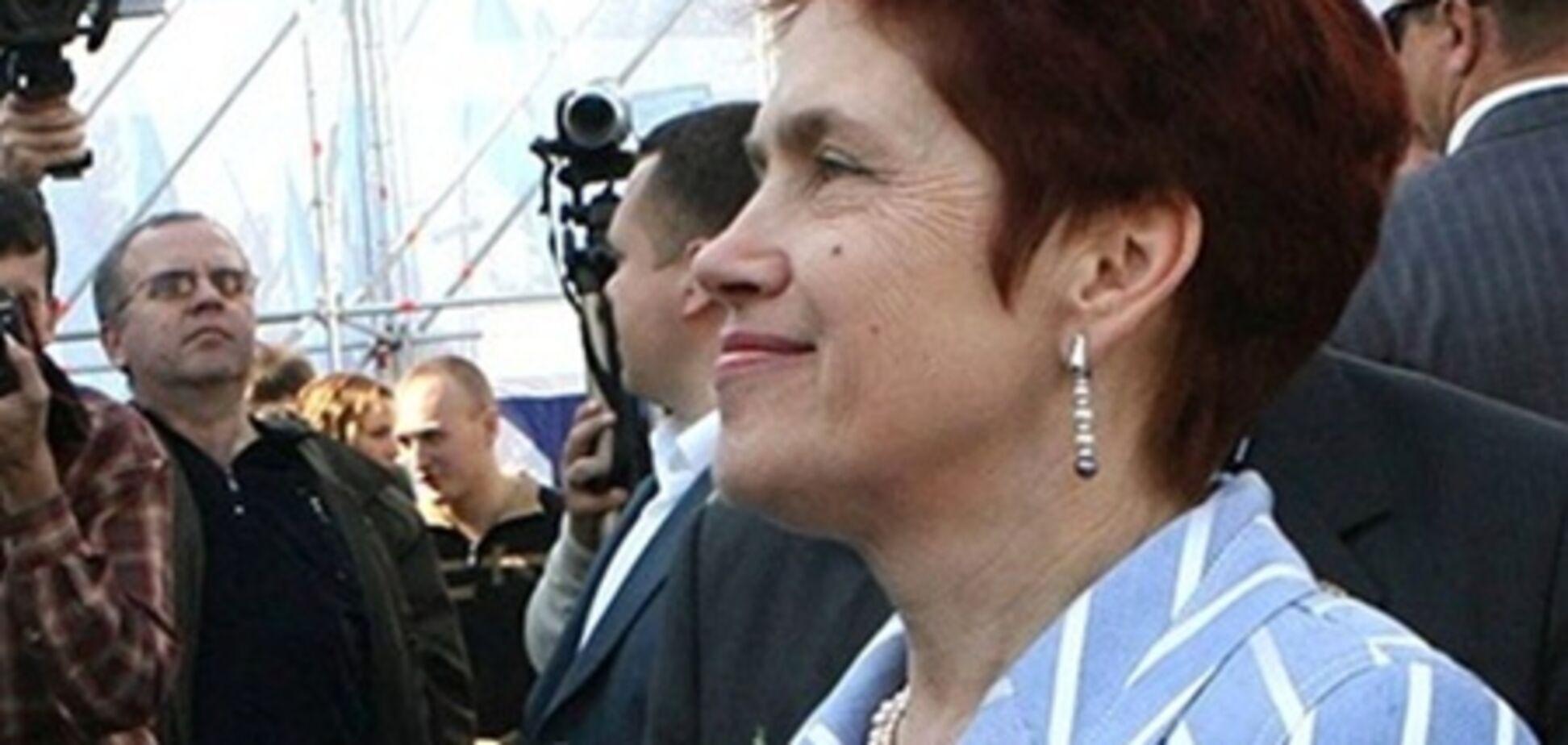 Дружина Януковича сходила на виставу за книгою Матіос