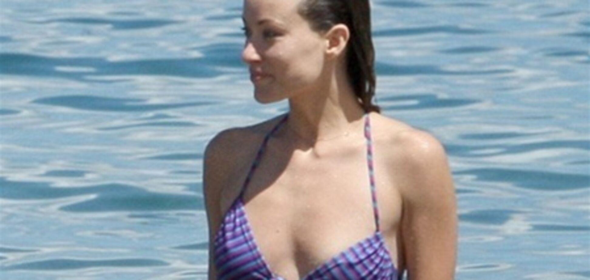 Оливия Уайлд отправилась на пляж в дешевом купальнике