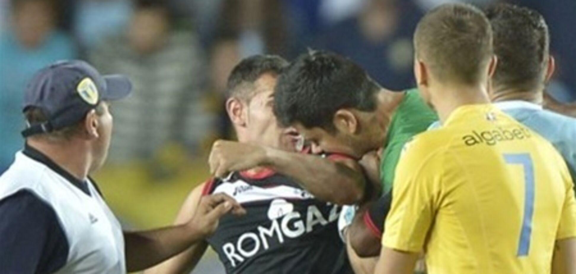 В Румынии вратарь футбольной команды укусил соперника. Видео